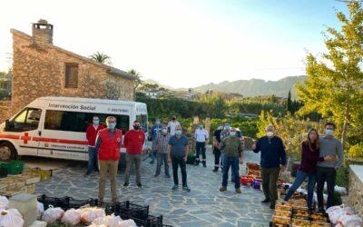 Cruz Roja Xàbia reparte los 2000 kilos de naranjas donadas por la Fundación Christian Marc Olmos Vente